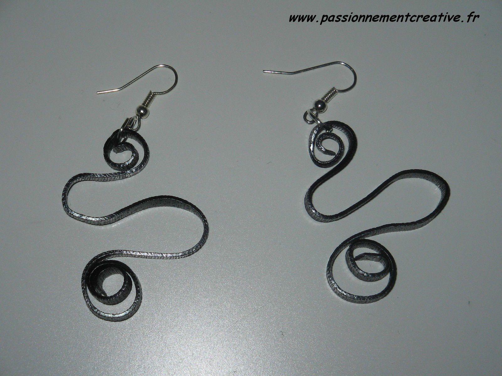 Boucles d'oreilles Spirale en fil alu plat noir