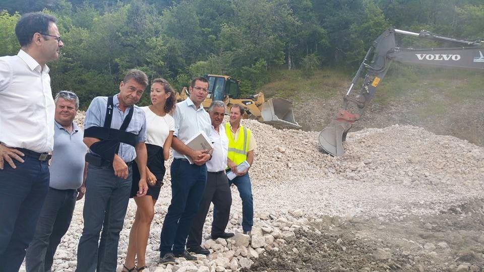 Les élus départementaux Alain Marc, Christophe Laborie, Emilie Gral et Sébastien David, sur les travaux routiers du Sud-Aveyron.