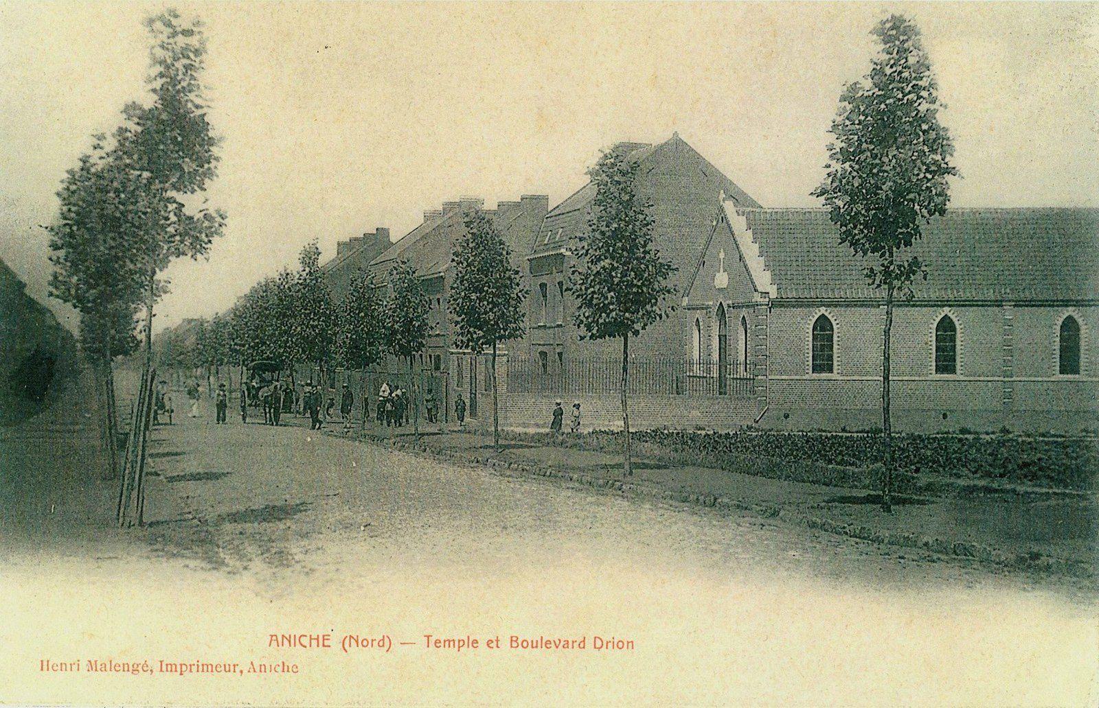 Le Boulevard Drion avec, à droite, le temple protestant. Carte postale de 1900.