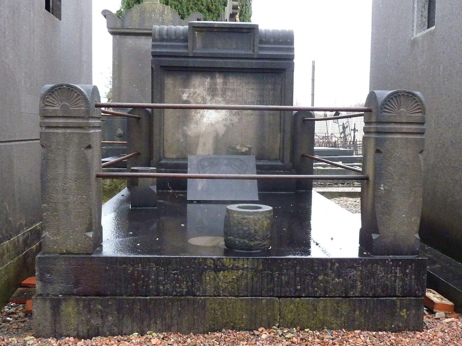 La sépulture de la famille JOURNEZ au cimetière du centre à Aniche.