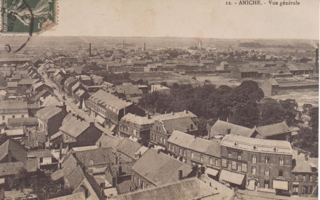 Carte postale montrant une vue générale d'Aniche et datant d'avant la Première Guerre mondiale.