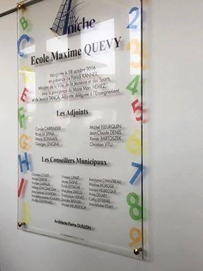 Plque inaugurale de l'école Maxime-Quévy comportant un grand nombre d'erreurs - Photo : MG, 8 octobre 2016.
