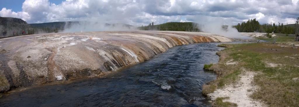 Multiples coulées des sources chaudes dans la Firehole River