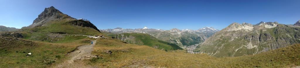 Vue sur Val d'Isère et la vallée depuis le Col de l'Iseran