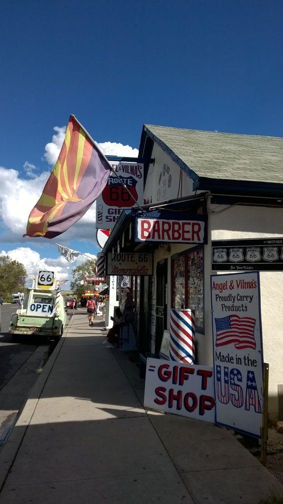 Le Barber Shop d'Angel Delgadillo à Seligman