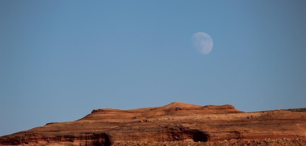 La lune au-dessus d'Antelope Island (PM)