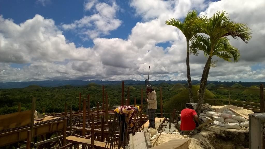 Le point de vue sur les Chocolate Hills en cours de reconstruction