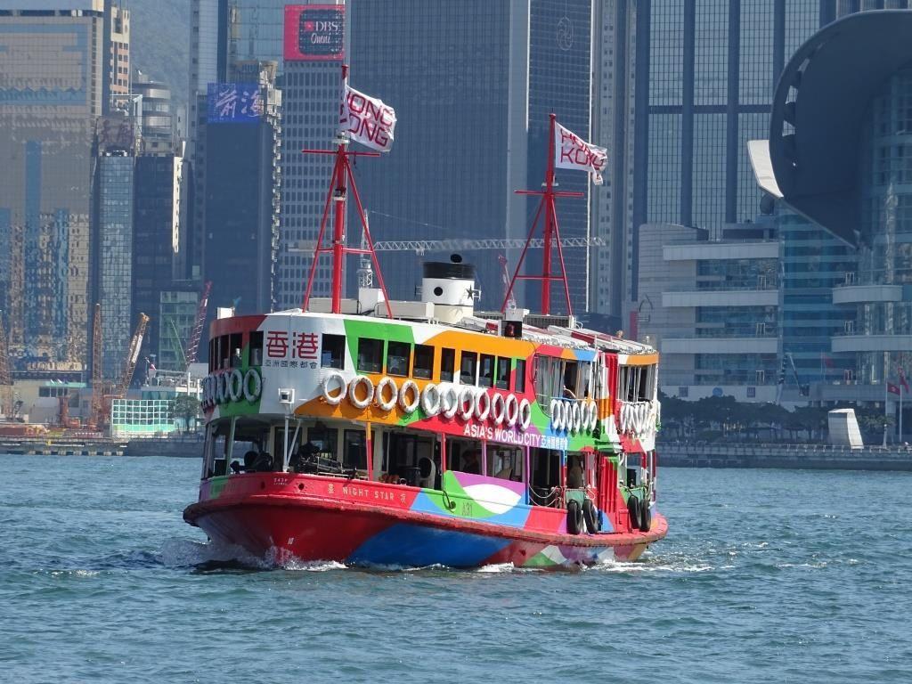 Le Night Ferry et l'Aqua Luna dans la baie de Hong Kong