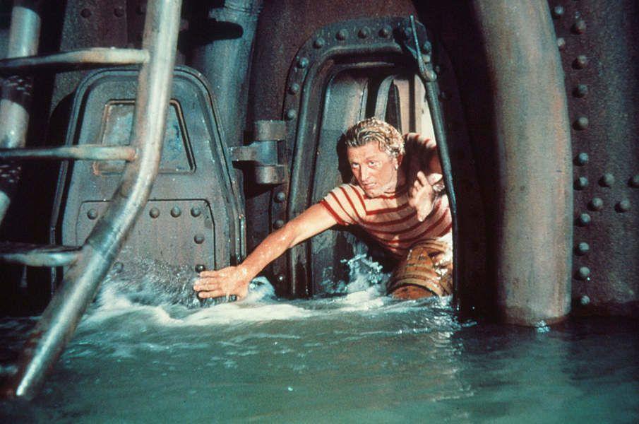 Ned Land dans le Nautilus qui prend l'eau