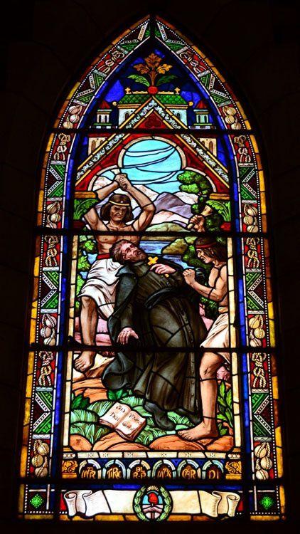 Les évangélistes, le général, le saint et la cathédrale.