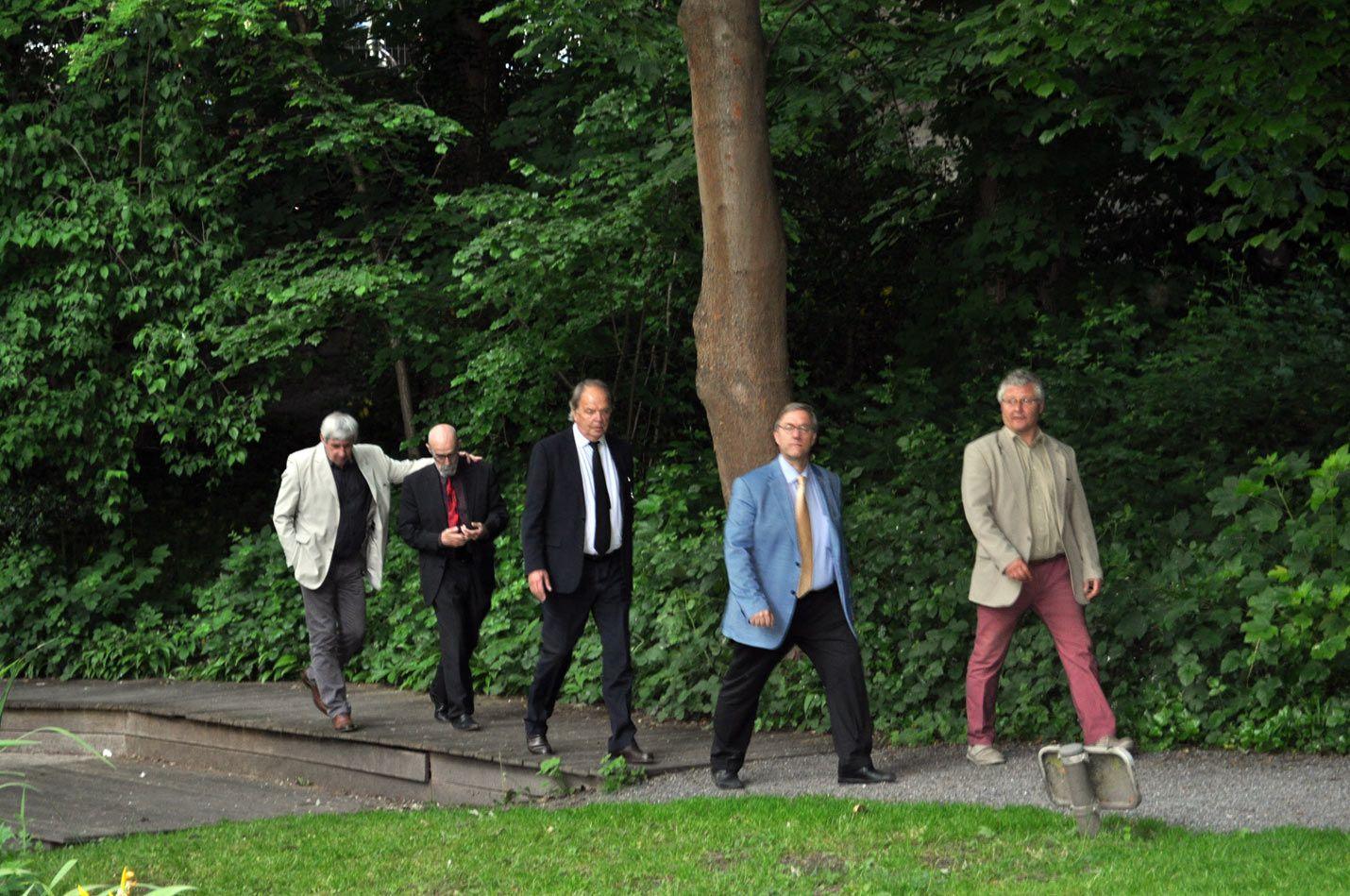 scènes amicales du passage à Etterbeek avec entre autre Vincent de Wolf le Bourmestre et les échevins Jean et Franck