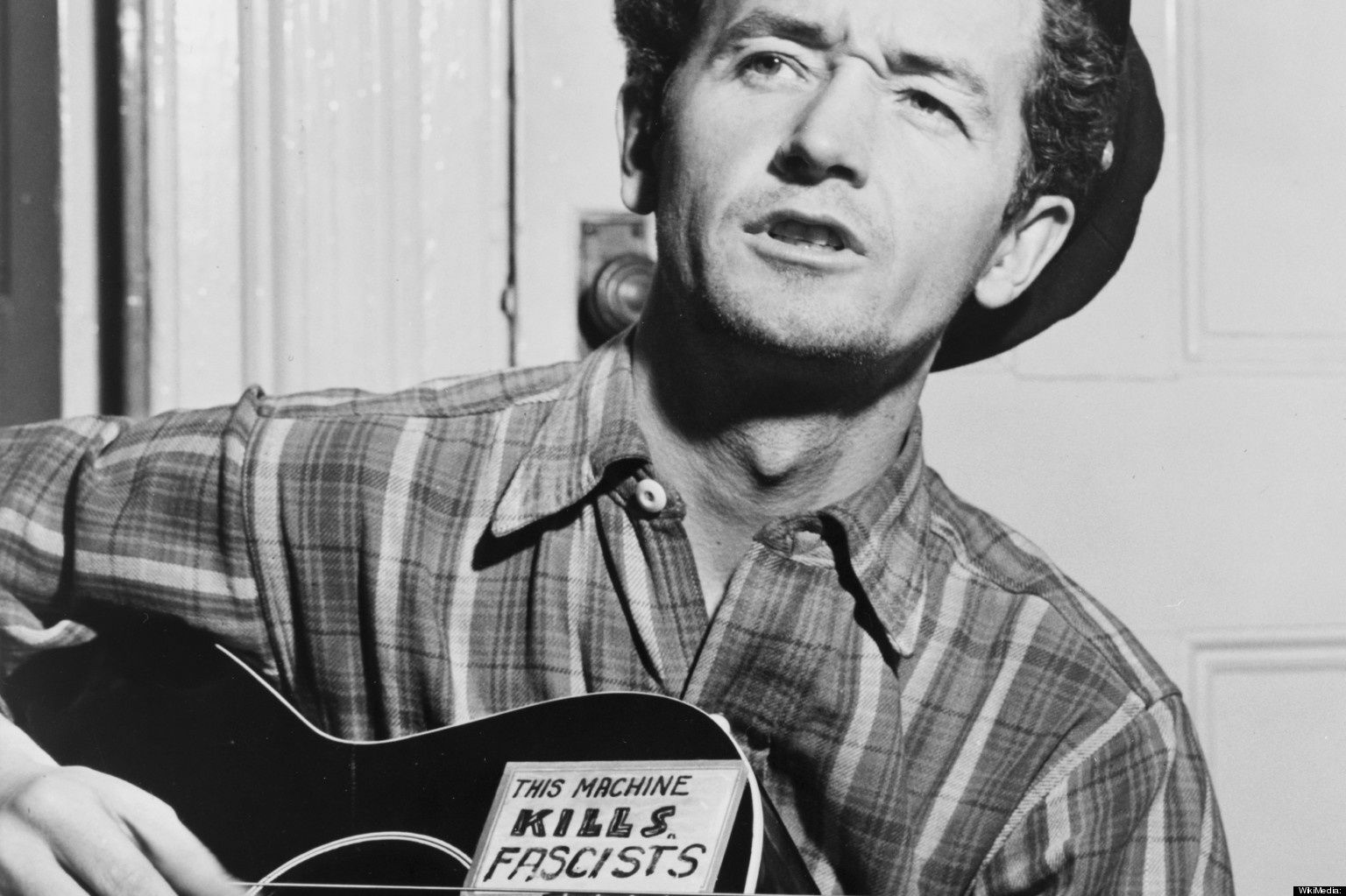 une lucidité sociale incarnée par Woody Guthrie