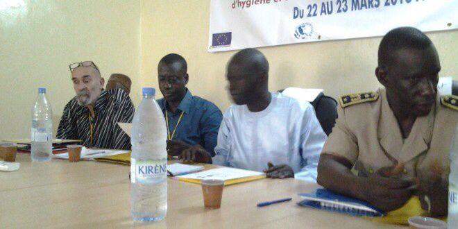 Nous reconnaîtrons sur différents clichés les représentants de l'ONG Eaux Vives, l'adjoint du Préfet du département de Kafrine, quelques personnalités locales.
