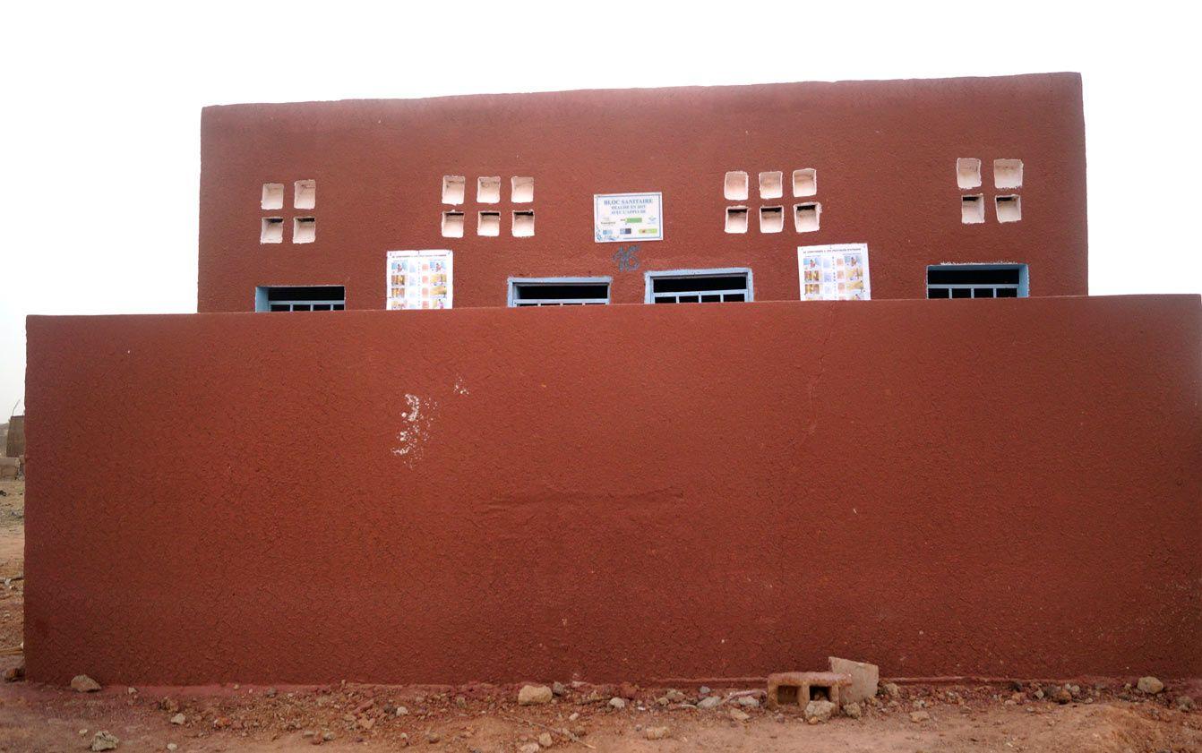 les latrines publiques - groupe scolaire et gare routière