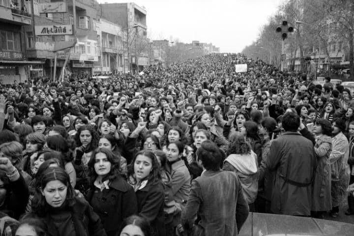 C'était en Iran, à Téhéran en 1979 lorsque 100 000 femmes manifestaient pour la liberté contre le port du voile.
