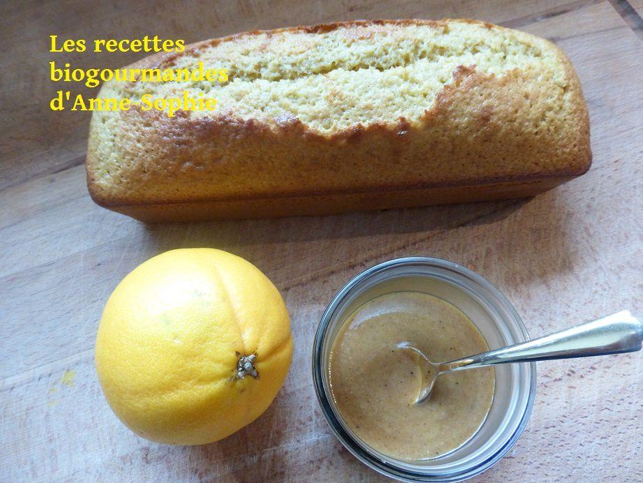 Cake à l'orange et à la poudre de graines de lin, sauce crémeuse à l'orange balsamique