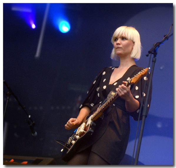 VIEILLES CHARRUES 2010...THE RAVEONETTES