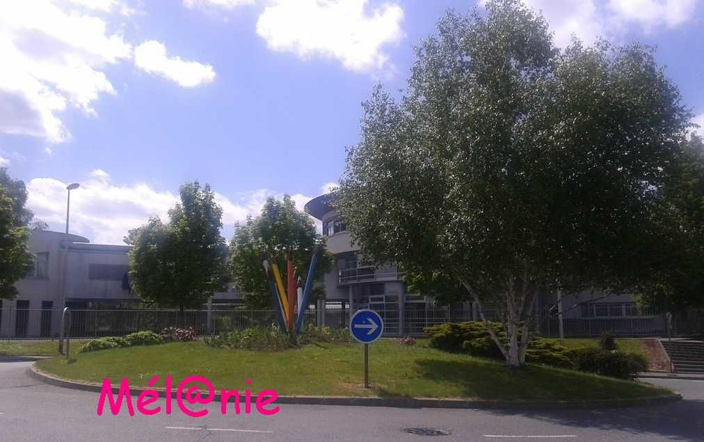 lagny-sur-Marne : 1 rond point - des crayons