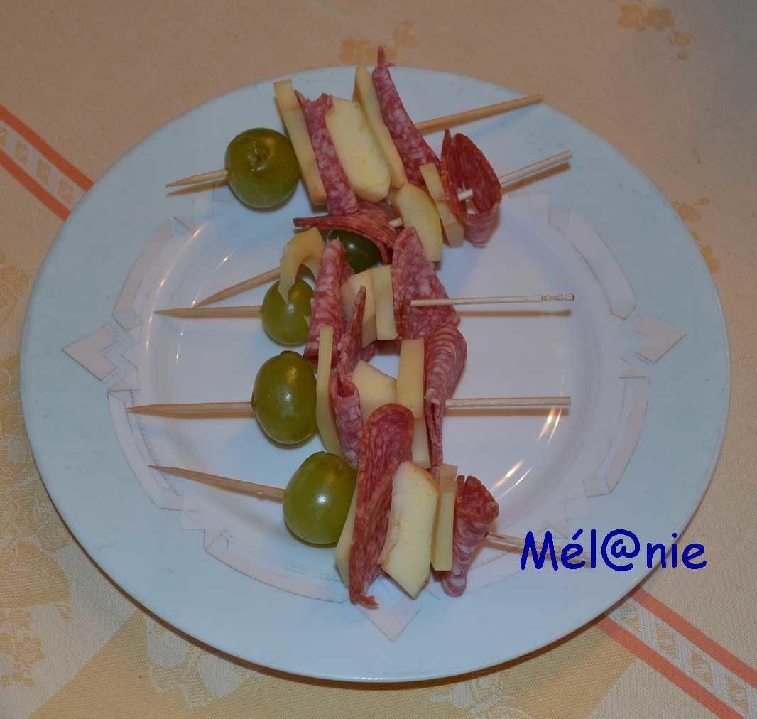 brochette de fruits, fromage et salami