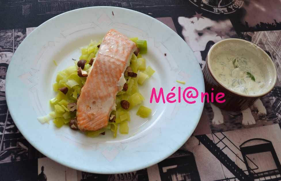 saumon aux poireaux et aux noisettes grillées