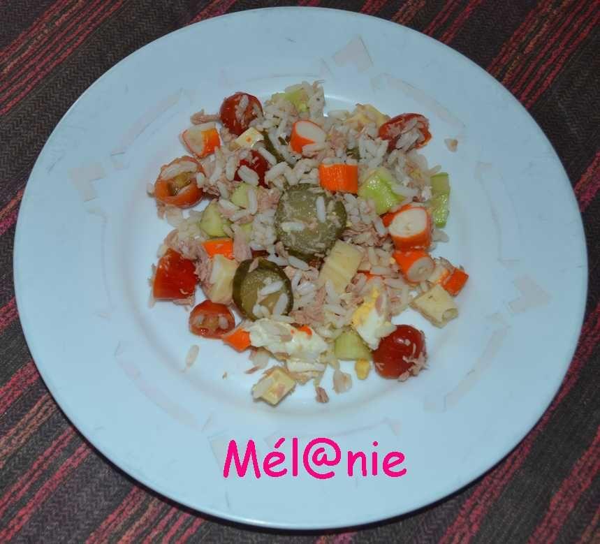 salade de riz surimi, thon, concombre et tomates