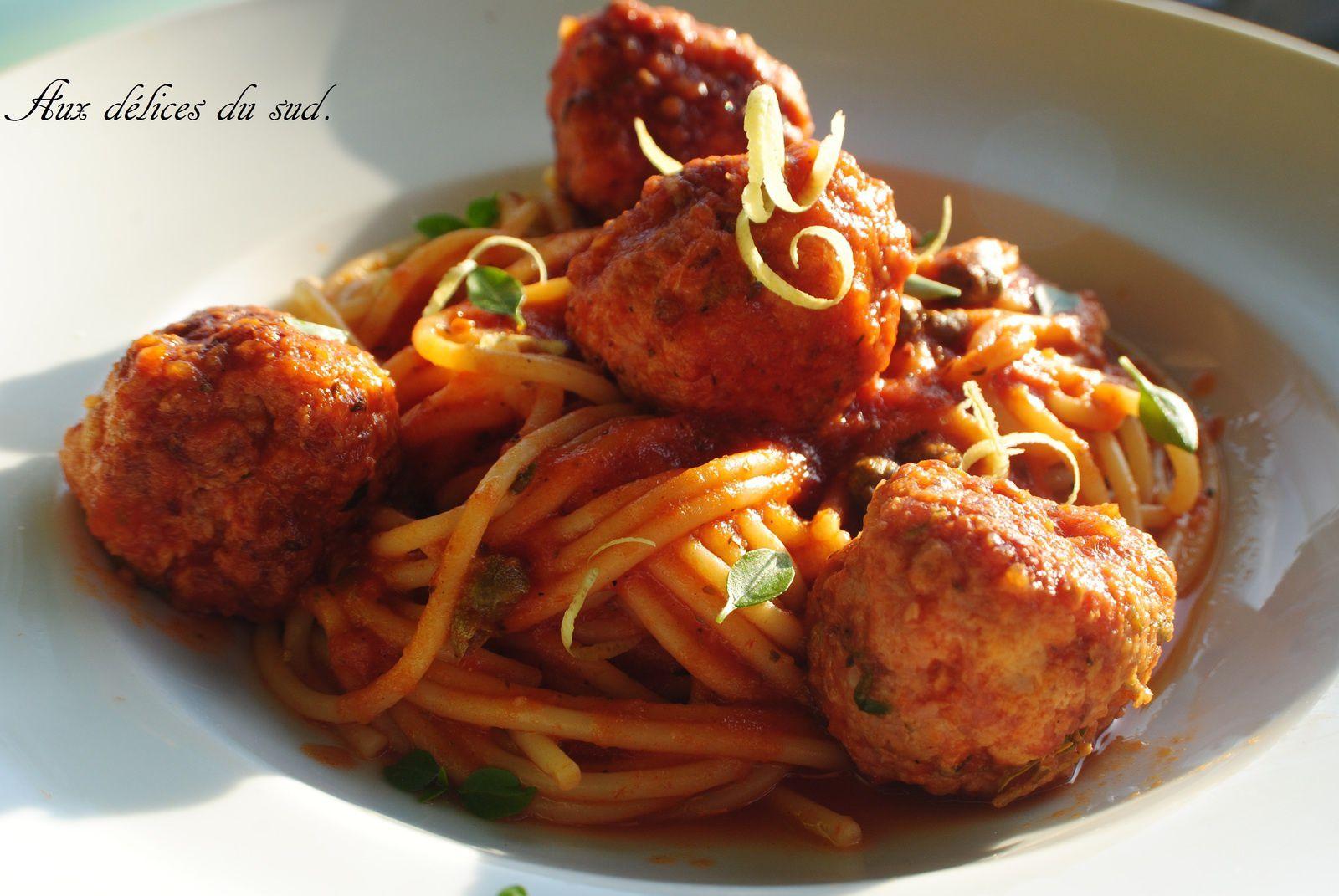 Spaghettis aux boulettes de viande .