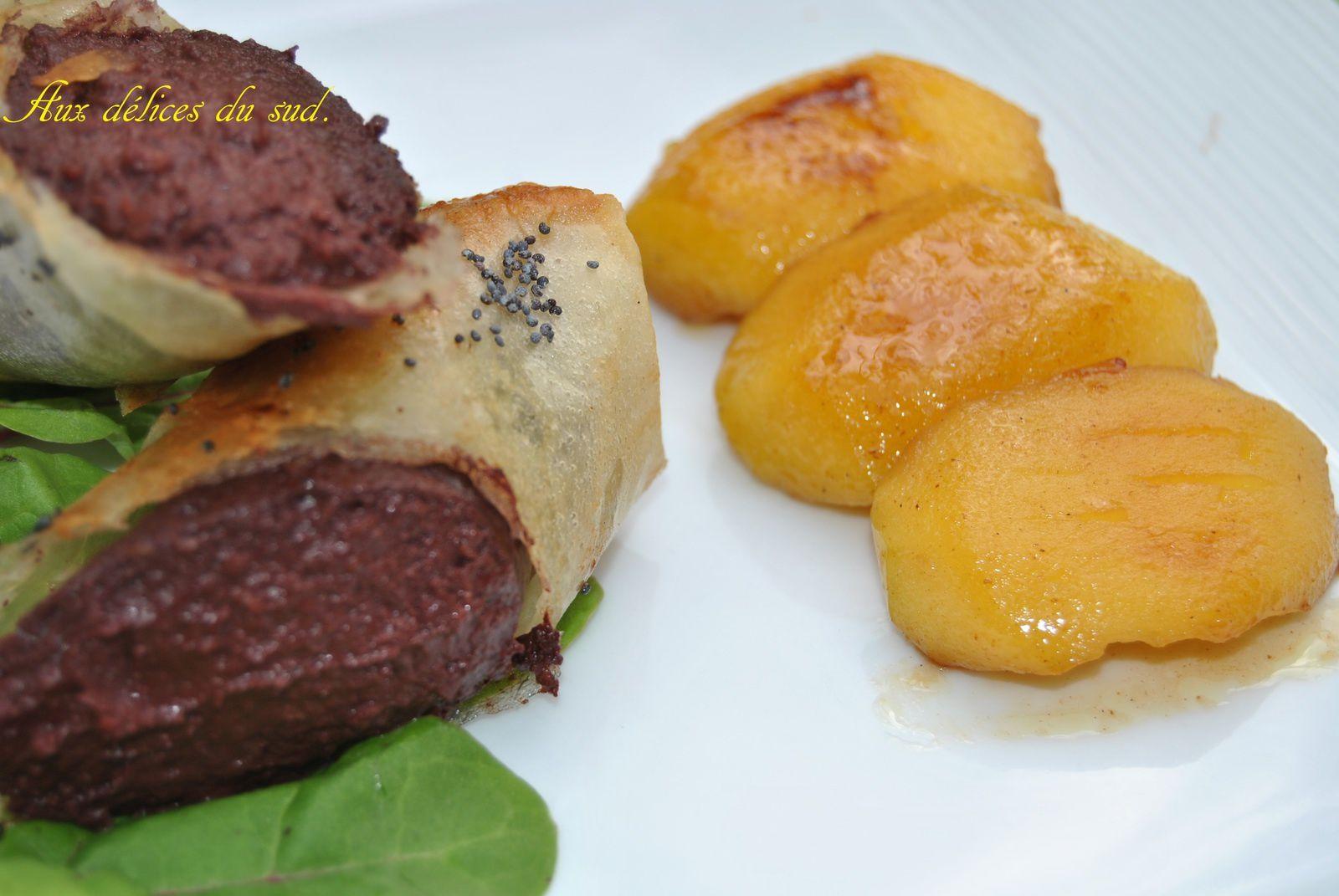Mini croustillants au boudin noir et pommes au beurre salé .