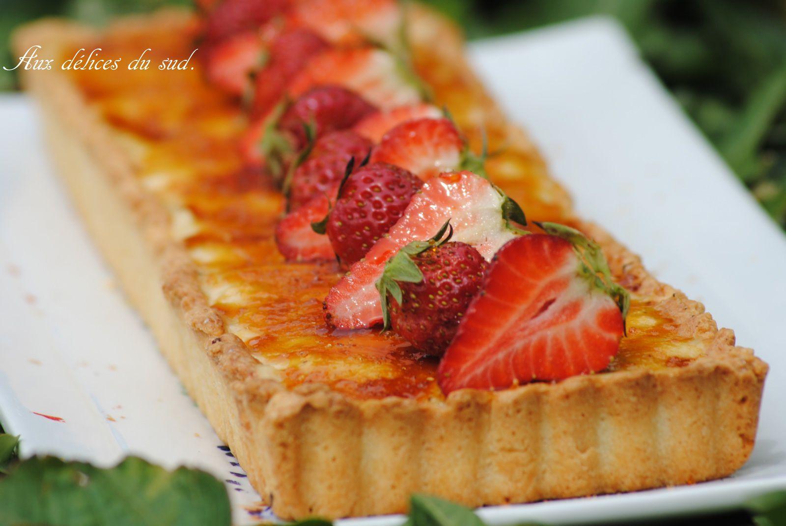 Tarte façon crème brulée aux fraises .