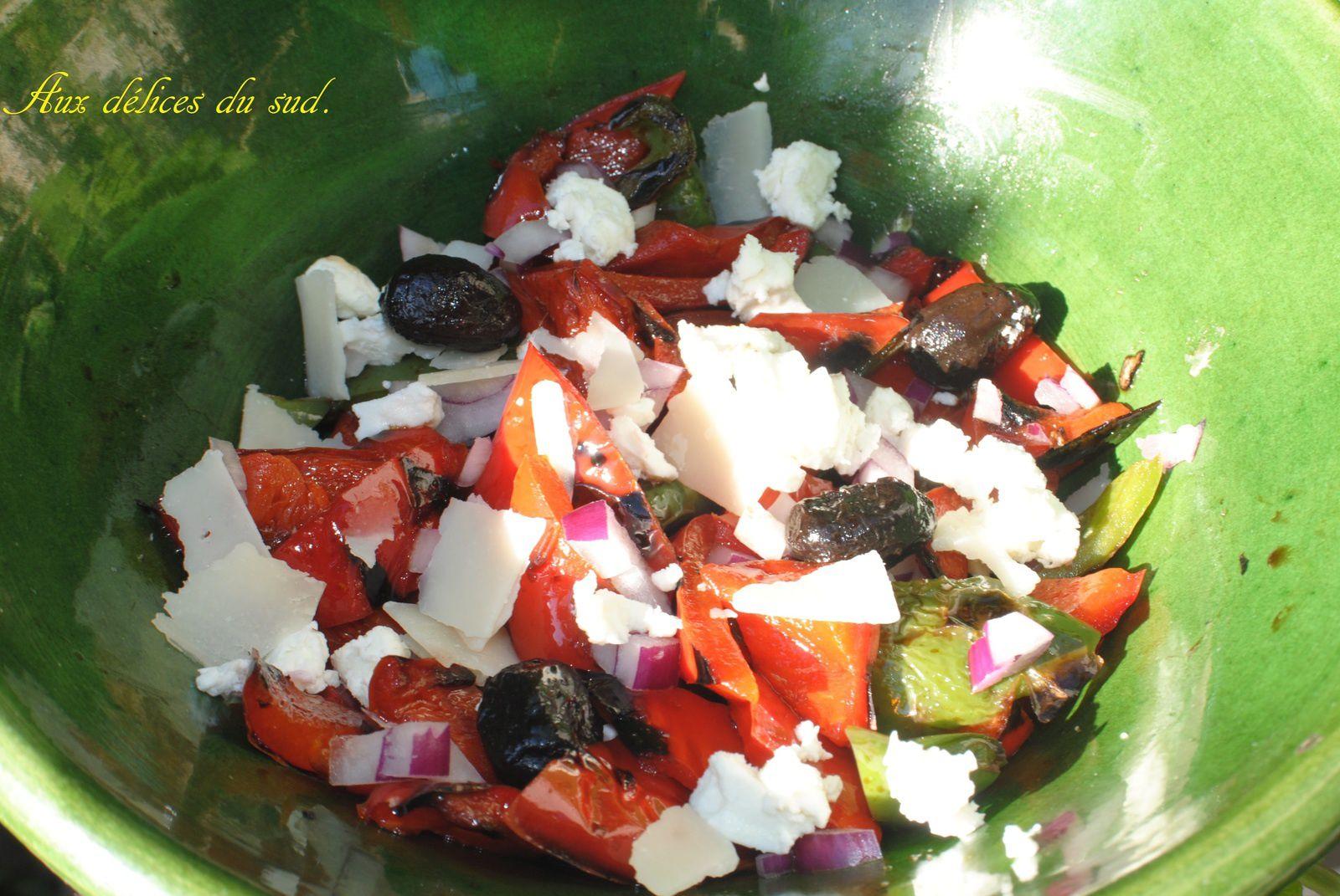 Salade de poivrons grillés et feta .