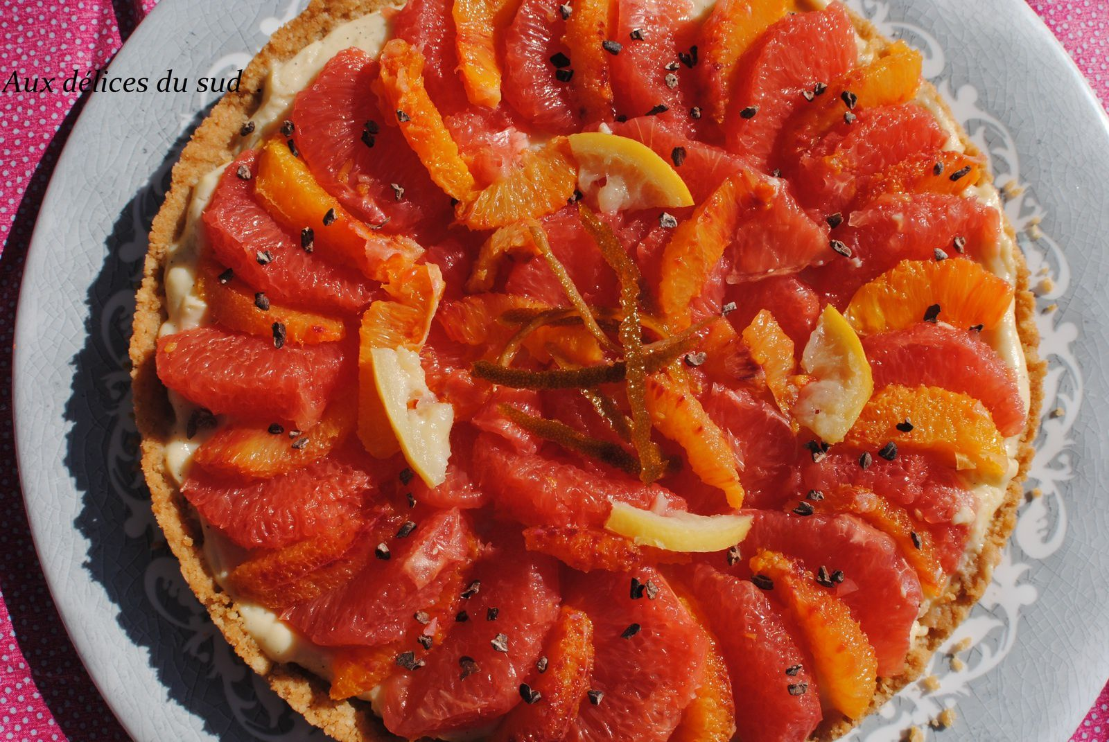 Tarte sablée au pamplemousse , orange , citron .