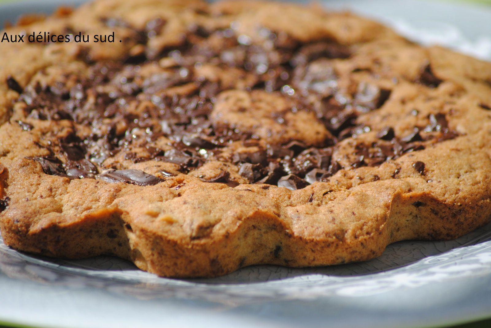 Cookie géant au chocolat .