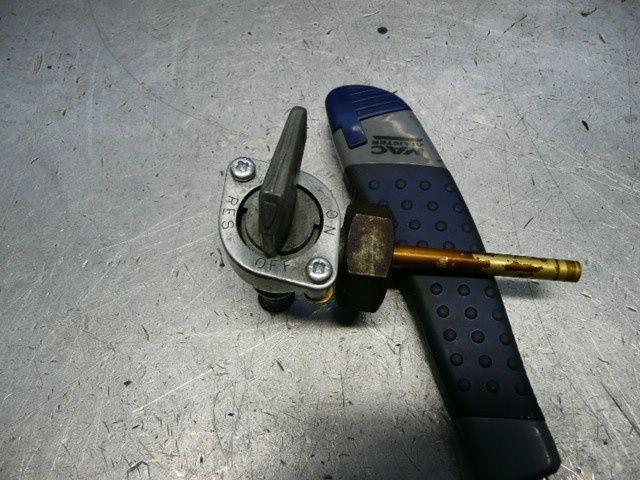 Après avoir enlevé les rivetages, échange des joints et remontage avec des boulons de 3 mm