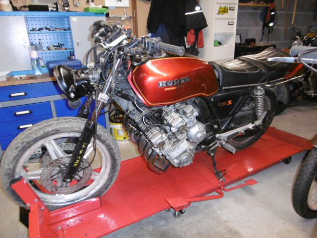 HONDA CBX 1000 DE 1979 sortie de grange , de garage ou de hangar !!