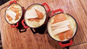 Petites cocottes de pommes de terre au saumon et au saint nectaire