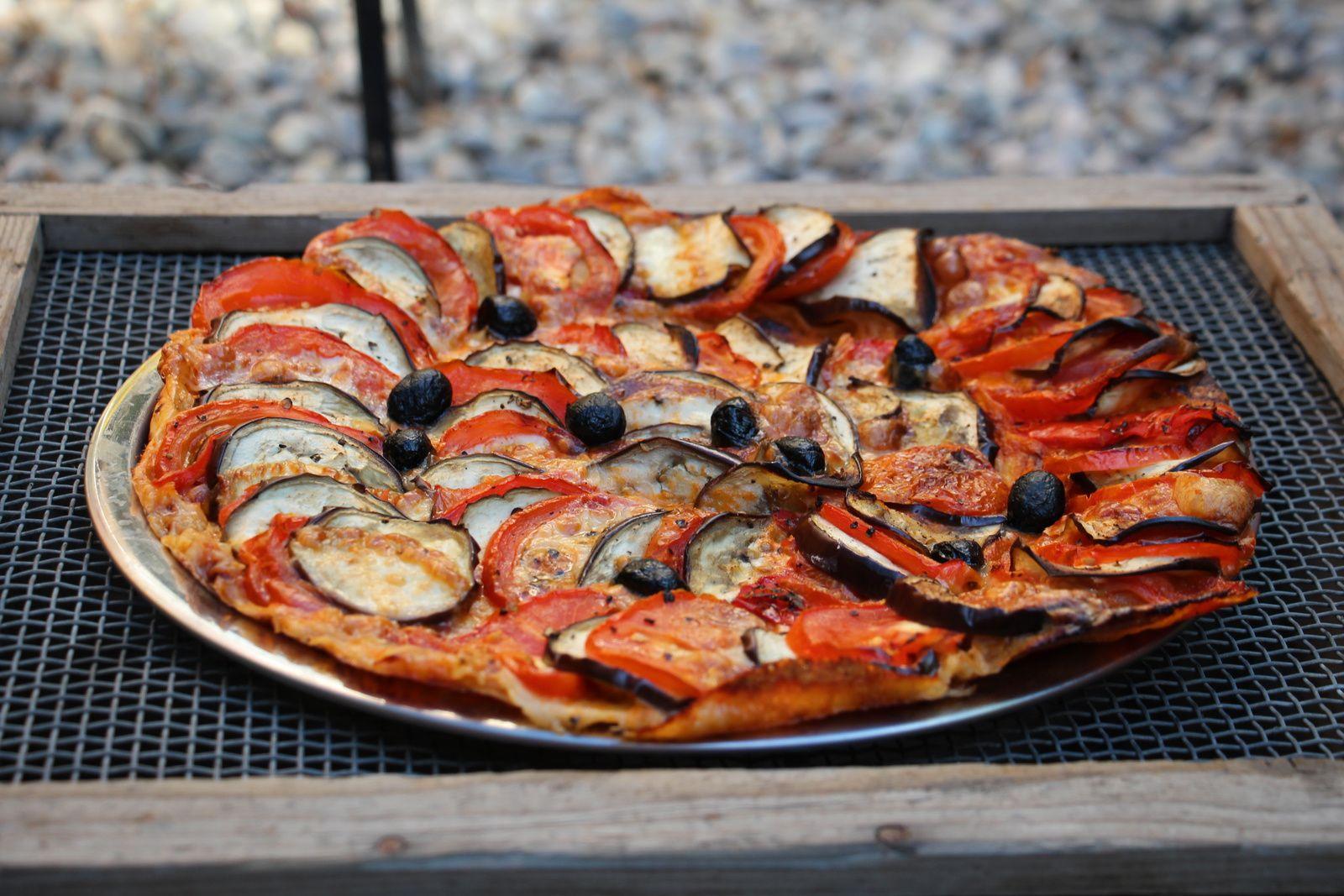 Tarte fine aubergines tomates et pesto rouge