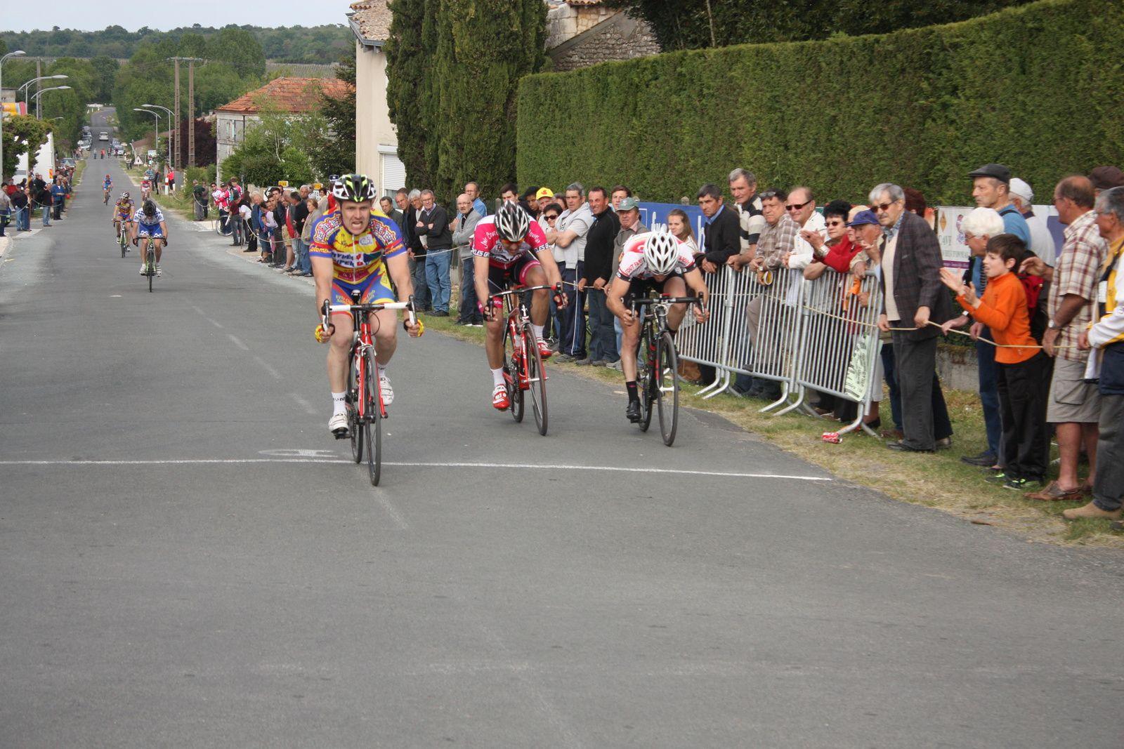 3e  Cyril  MORAND(VC  Saintes), 4e  Florian  LOIZILLON(AC 4B), 5e  Richard  BARIL(VC Rochefort)