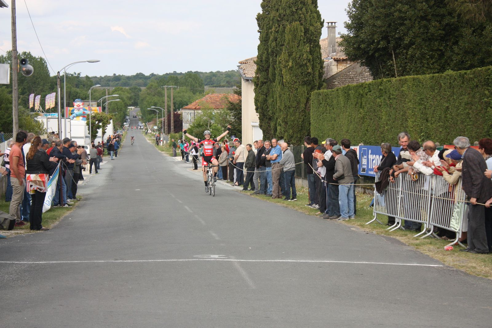 Sébastien  SUBRA(CC  Vervant)  renoue  avec  la   victoire.