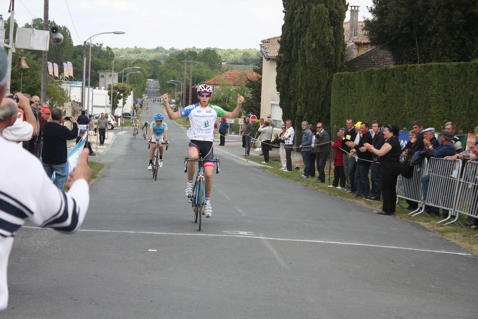 5e  Victoire  de  la  saison  pour  Valentin  COLLET(VC  Rochefort)