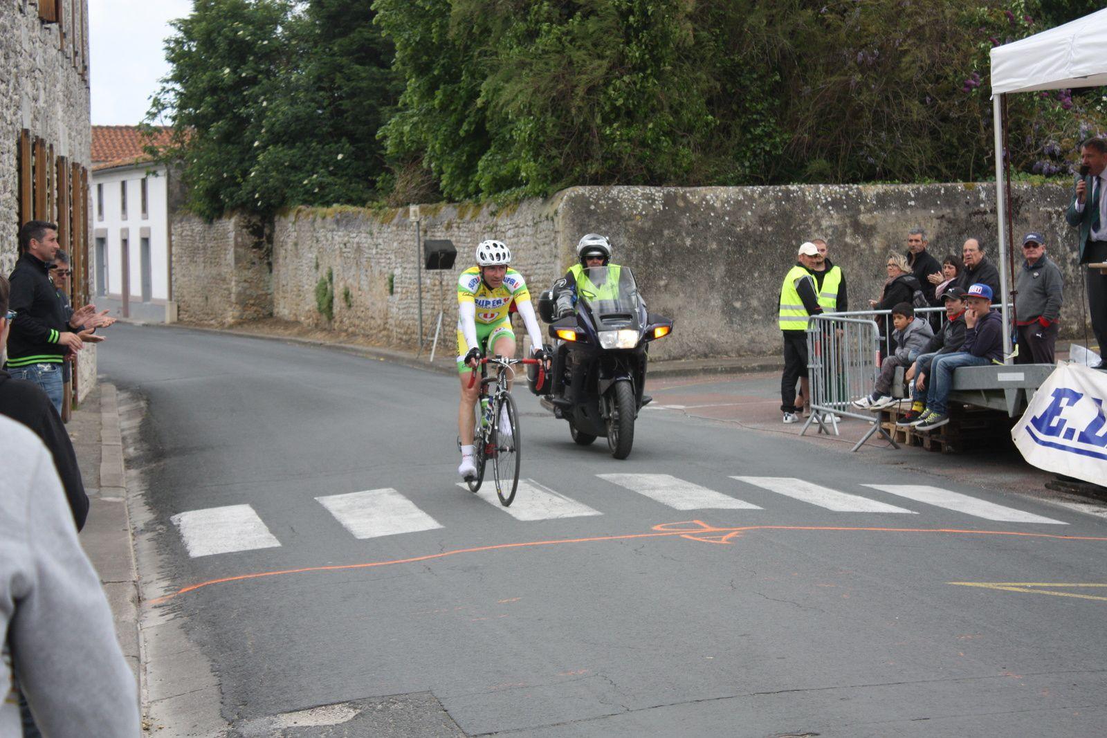 2e  course  et  1er  victoire  pour  Stéphane  BELLICAUD(VC  Montendre)
