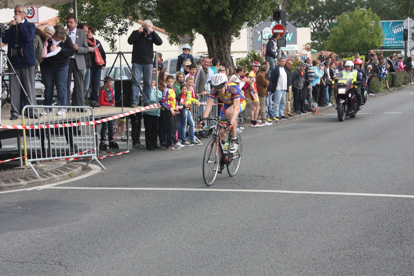 Victoire  pour  Fabien  DUFOSSE(VC  Saulceen  Elbeuf), 2e  William  HUGUET(VC  Thouars), 3e  Cyril  JOURDAIN(VC  chantonnay), 4e  Christian  MONIER(C  Poitevin), 5e Jonas  DUPUIS(VCCO), 7e  Rémi  EPRINCHARD(CC  Nanteuil), 9e  Louis  BODIN-AMIEL(UVA), 10e  Flavien  SMERALDI(VC  Saintes)