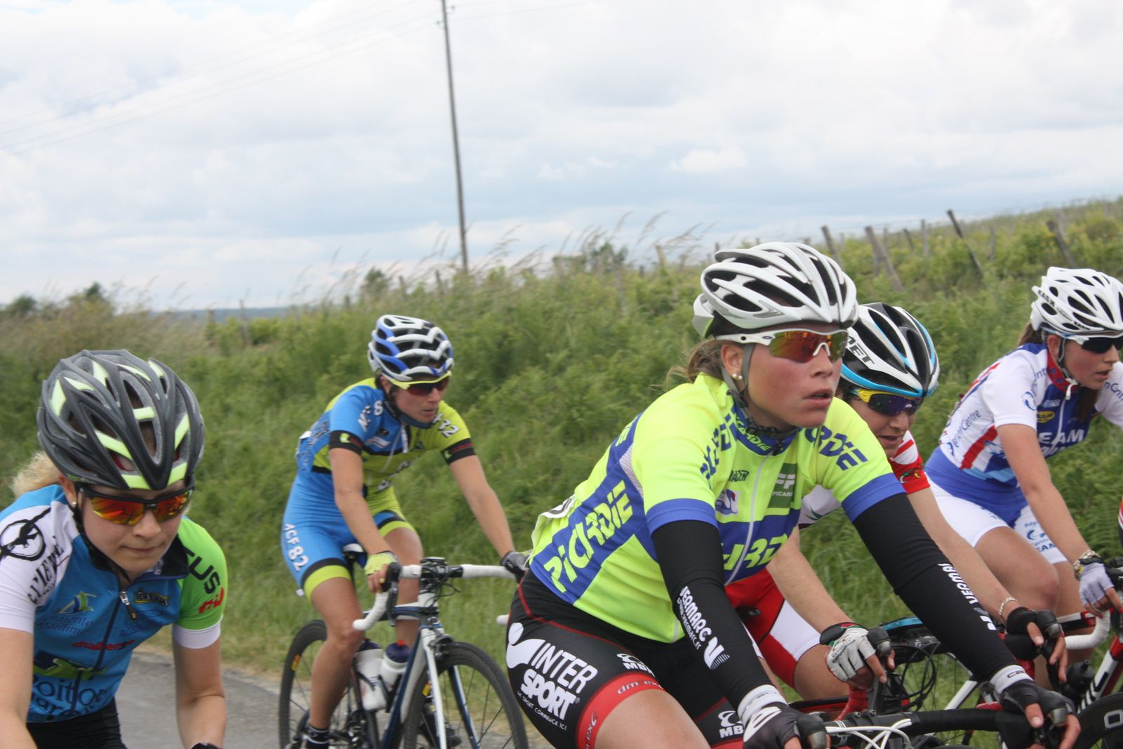 Aprés  une  présence  en  tête  de  peloton  jusqu'à  mi  course , Pauline  VERHOEVEN  à  craqué  à  3  tours  de  l'arrivée
