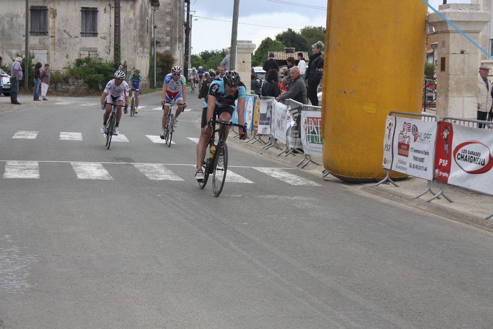 13e  Ludovic  LAVAUD (JS  St  Astier), 14e  Philippe  BEAUDOIN (VC  Loudun), 15e  Philippe  HERVE(VC  Chatillon), 16e  Clément  GARCIA(Les  Bleus  de  France), 17e  Francis  FEMANDY (AC  Jarnac-Aigre-Rouillac),18e  Louis  LAPIERRE  (C  Poitevin), 19e  Florian  SARRAGOT (VC  Saintes), 20e   Sébastien  SUBRA(CC  Vervant),  22e  Grégory  GAILLARD(UVA), 24e  Luc  SOENEN(VCCO), 27e  Philippe  ESCOUBET(T  Grinta)