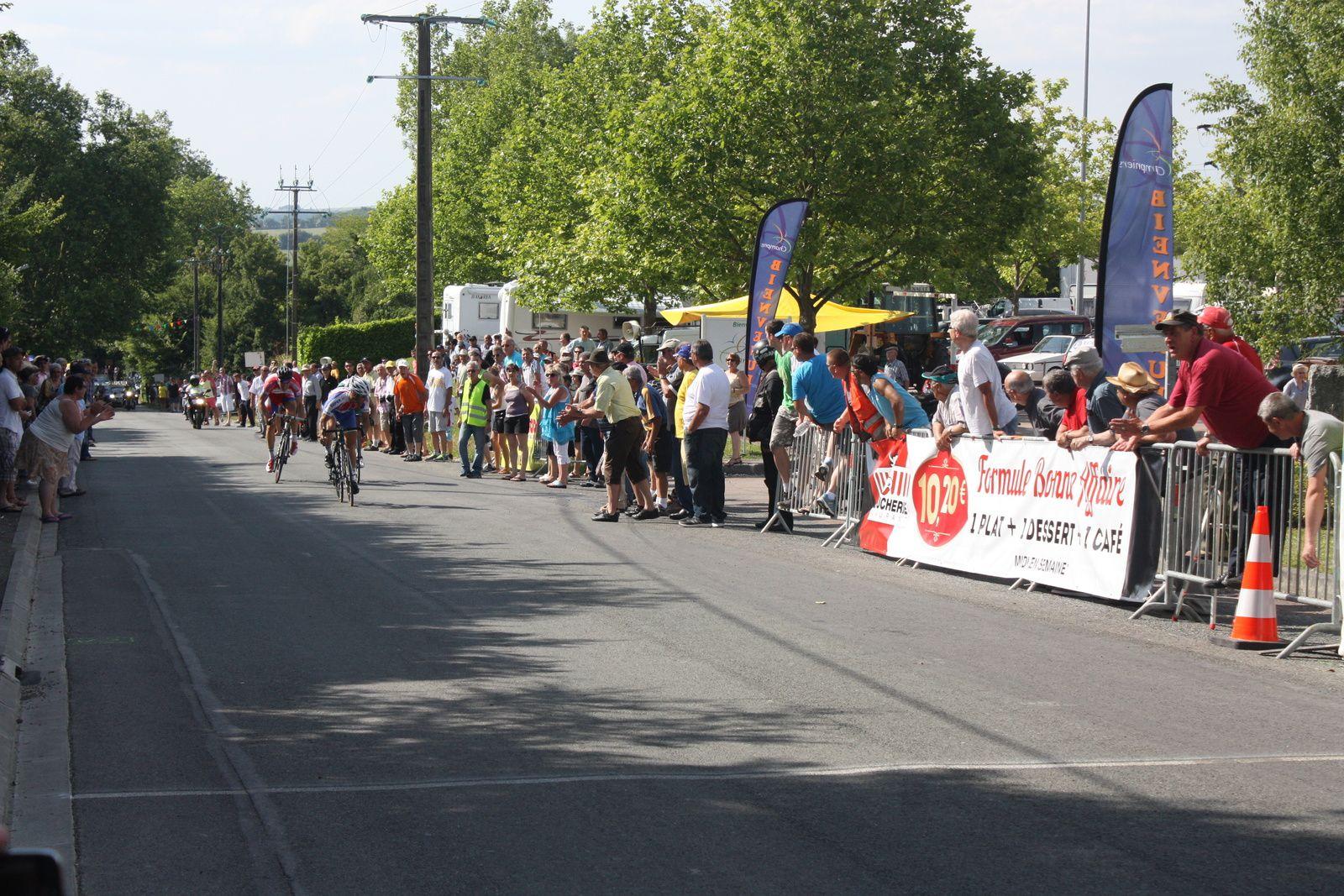 l'Arrivée  avec  la  victoire  Willy  PERROCHEAU (A  Pons-Gémozac C), 2e  Adrien  GOUJON(AC Jarnac-Aigre-Rouillac), 3e  Thibaut  NUNS(CO  La Couronne) le  vainqueur  des Boucles de l'Arnoult 2013