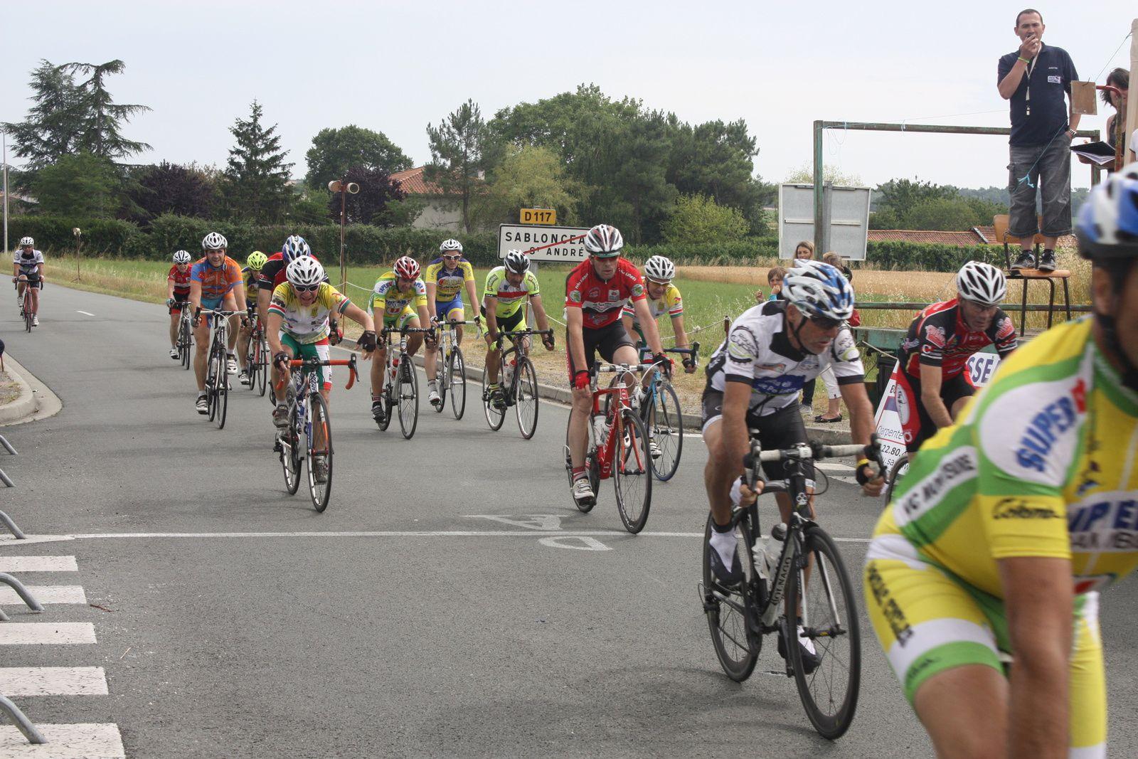 Victoire  pour  Hervé  BREQUE(VCC  Marennes), 2e  Michel  REGEASSE(VC  Montendre), 3e  José  AINAGA(NL), 4e  Stéphane  LARGEAU(CC  Vervant), 5e  Alain  ROUSSEAU(VC Le Gua), 6e  Philippe  GOUPIL(NL), 7e  Jacky  GAILLARD(R  Guataise), 8e  Sylvain  DEBOIS(CC  Vervant), 9e  Guy  COMAS DE MIRANDA(C  Sud-Saintonge)