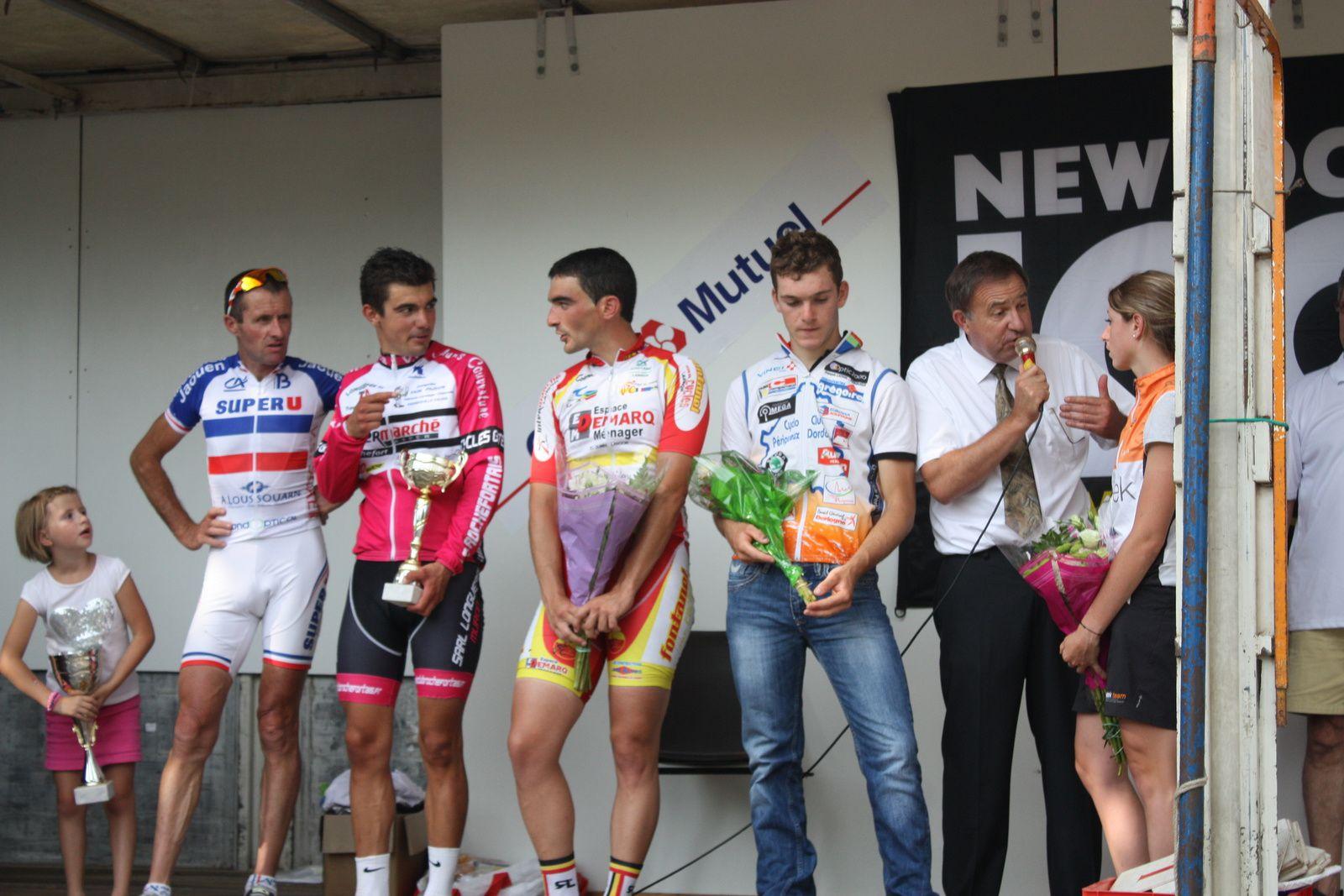 Le  podium  avec  Mélanie  BRAVARD  au  micro  d'Alain  LAGARDE