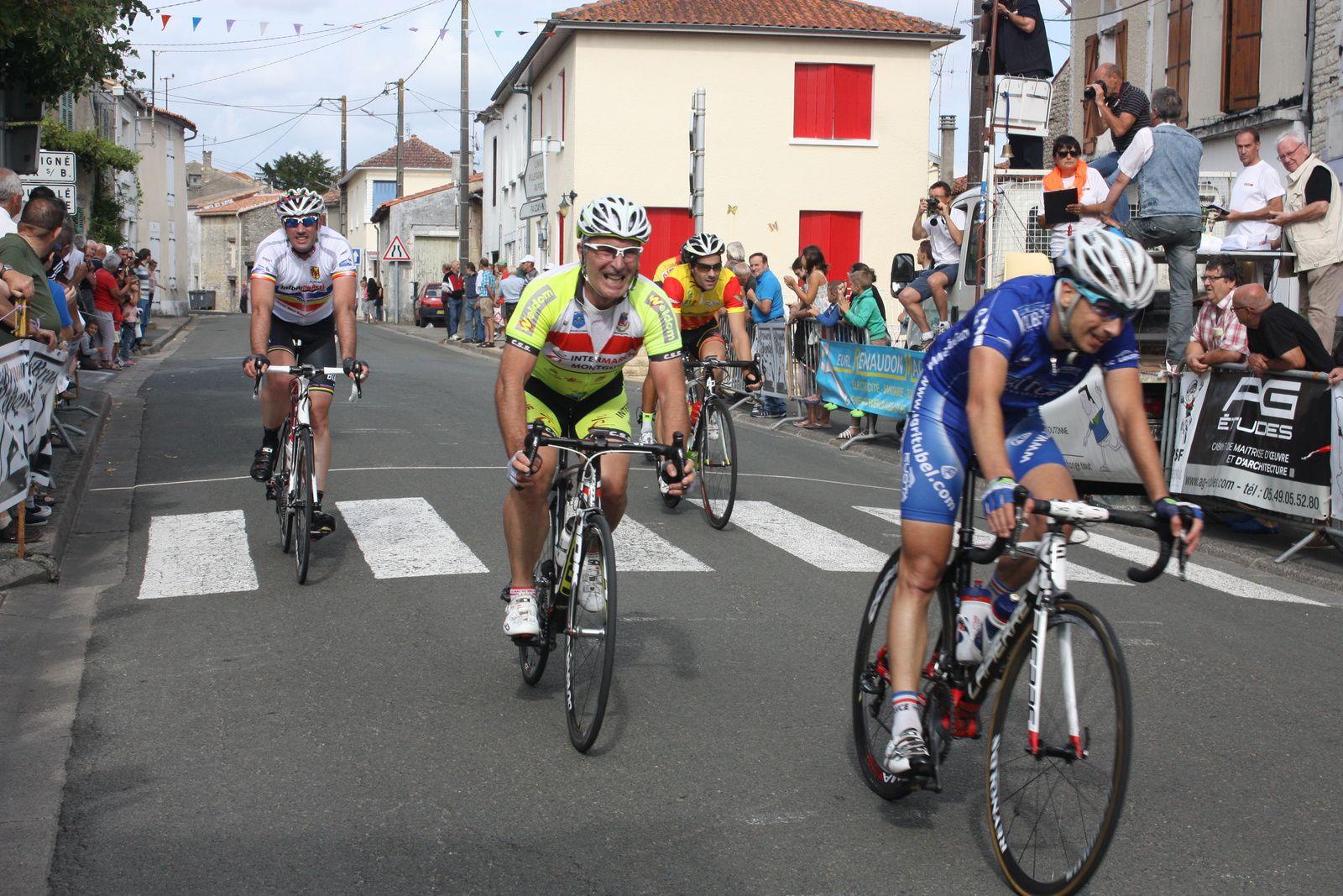 7e  Thomas  COUET(Beaupreau VS), 8e  Philippe  ESCOUBET(Grinta T), 9e  Richard  GARCIA(Beaupréau VS), 10e  Alain  LEGOUEZIGOU(CA  Civray), 11e  Nicolas  VINCENT(Beaupreau VS), 12e  Stéphane  BOSSIS(VC  challans), 13e  Henrick  SICAUD(P  st Florent), 14e  Sylvain  VERGEREAU(VC  Montaigu), 15e  Benjamin  DUPUY(VC  Loudun), 16e  Patrice  BRUNET(C  Sud-Saintonge), 17e  Frédéric  BARDET(VC  Jarnac), 18e  Frédéric  FONTAINE(UCC  Vivonne), 19e  Olivier  POUGET(GL  Gond  Pontouvre), 20e  Aurélien  POIRIER(Beaupréau VS)