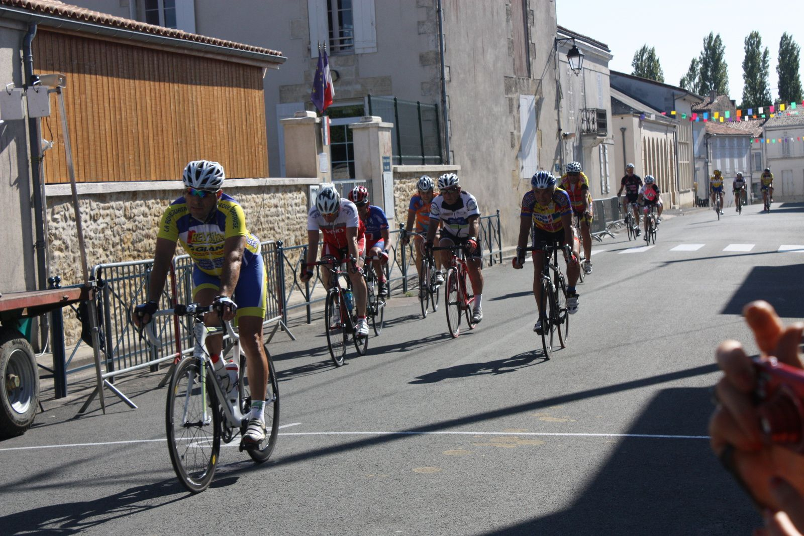 10e  Alain  ROUSSEAU(VC Le Gua), 11e  Benoit  CHASSERIAUD(R  Guataise), 12e  Jean-Pierre  COTTENCEAU(VC  Saintes), 13e  David  CHIARAPPA (NL), 15e  Ghilslain  GAILLARD(NL), 16e  Christian  GAUTHIER(AL  Gond Pontouvre),