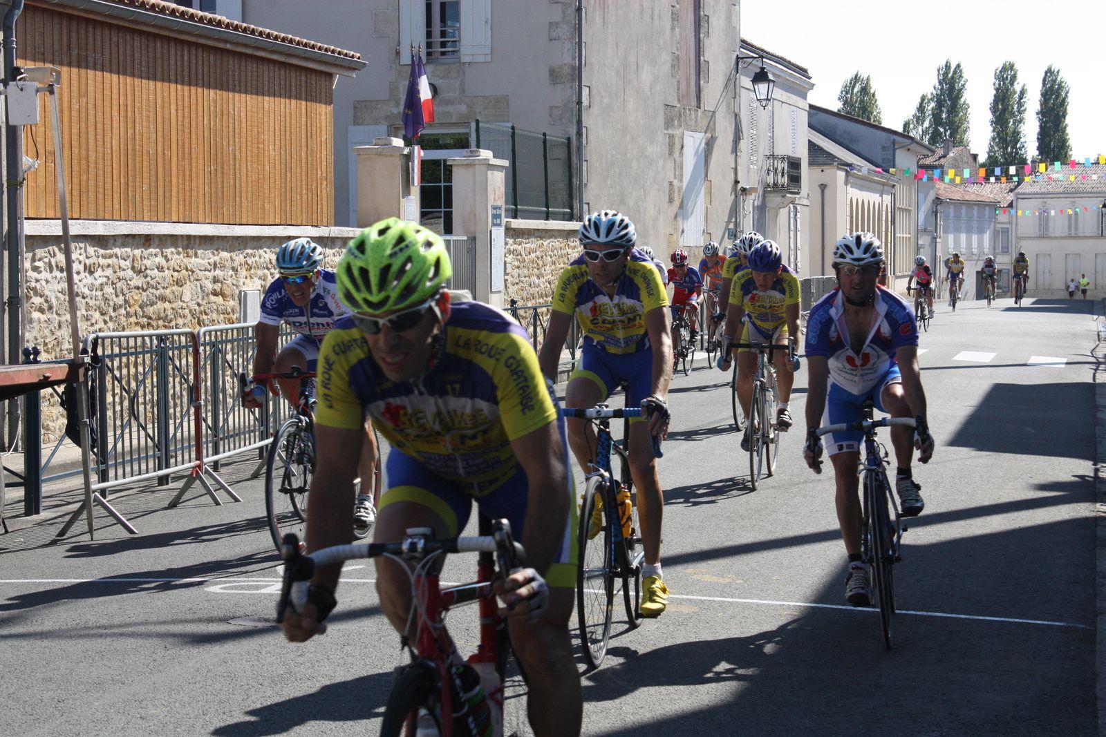 2e  Michel  REGEASSE(VC  Montendre), 3e  Daniel  GILLEREAU(NL), 4e  Igor  DESAPHY(VC Le Gua), 5e  Pascal  BARADEAU(VC  Saintes), 6e  Alain  PREVOT(R  Guataise), 7e  Bertrand  THEBAULT (ES P  Guichen), 8e  Christian  LABROUSSE(R  Guataise), 9e  Jacky  GAILLARD(R Guataise),