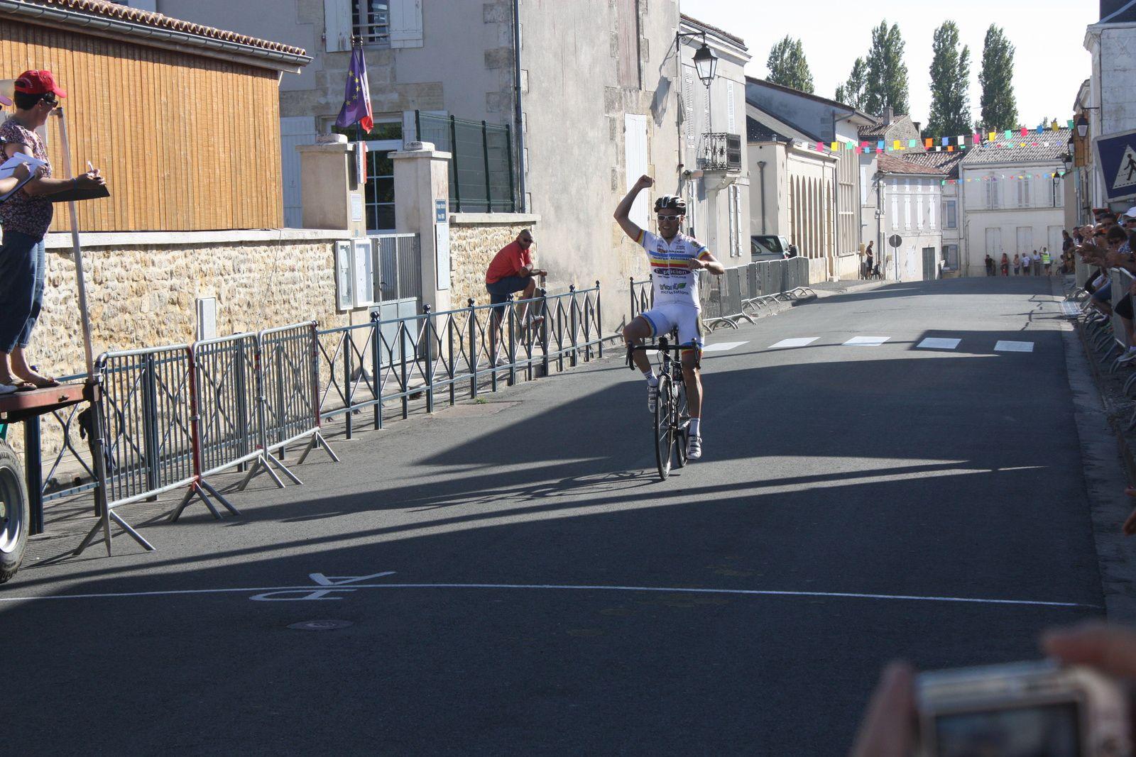 3e  victoire  de  la  saison  pour  le  champion  régional  des  2e, Cyrille  CHAMBON(V  Naintré)