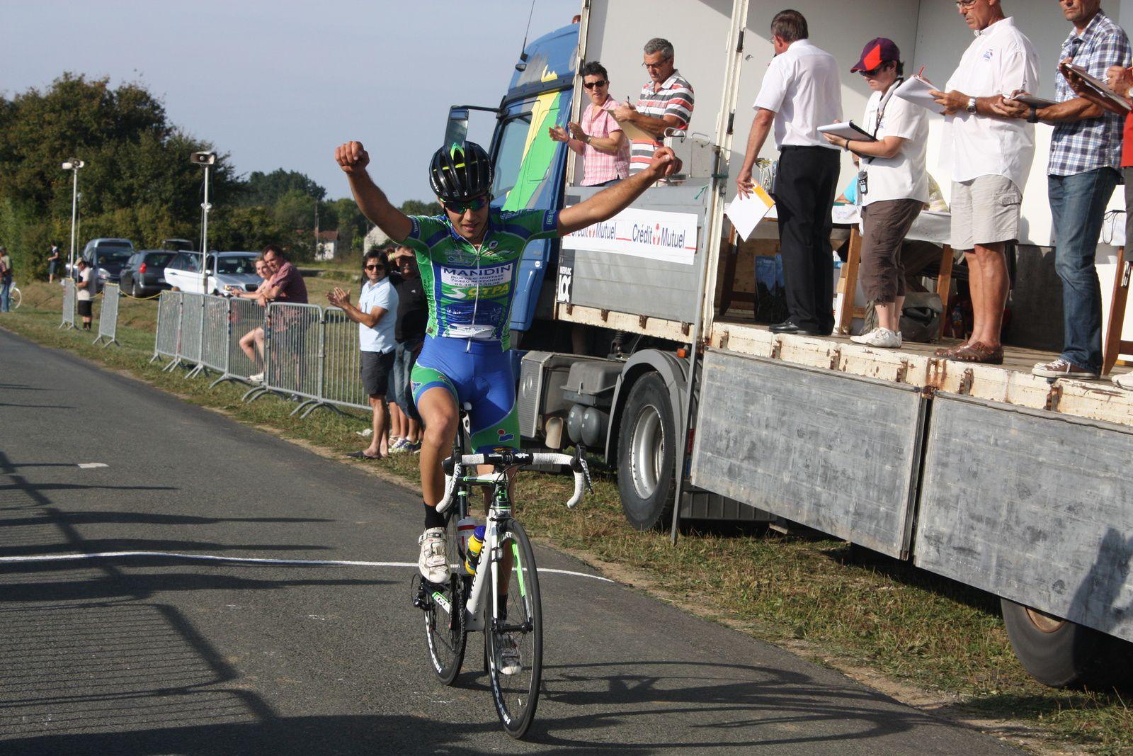 Victoire  de  Pierre  EPRINCHARD(CC  Nanteuil)